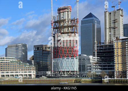The Newfoundland residential development under construction on London's Canary Wharf. Site of the proposed new cycle/pedestrian - Stock Photo