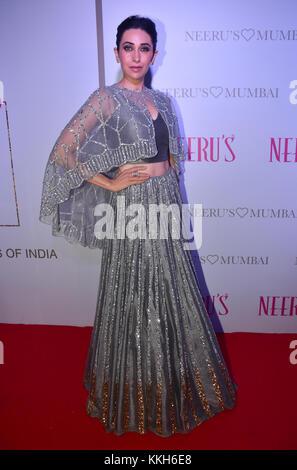 Mumbai, India. 30th Nov, 2017. Indian film actress Karishma Kapoor attend the Popular ethnic brand Neeru's an exclusive - Stock Photo
