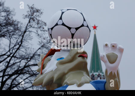 Moskau, Russland. 29th Nov, 2017. Der Kreml with dem Wolf Zabivaka, Maskottchen der Fussball- WM 2018. Feature/Schmuckbild/Hintergrund/Hintergrundbild. Fussball: Auslosung zur FIFA- Fussball Weltmeisterschaft 2018 in Moskau, Russland 01.12.2017 - Football, Draw for the FIFA- World Cup 2018, Moscow, December 01, 2017 |usage worldwide Credit: dpa/Alamy Live News