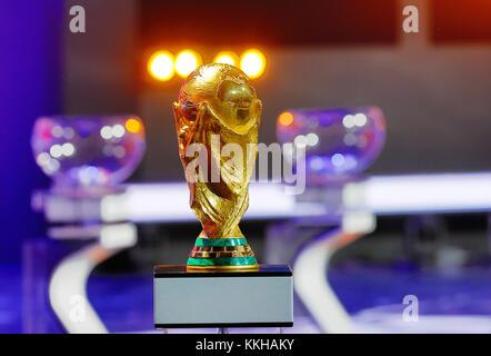 Moskau, Russland. 29th Nov, 2017. Der FIFA- Weltpokal/Trophaee, Trophy. Fussball: Auslosung zur FIFA- Fussball Weltmeisterschaft 2018 in Moskau, Russland 01.12.2017 - Football, Draw for the FIFA- World Cup 2018, Moscow, December 01, 2017 |usage worldwide Credit: dpa/Alamy Live News