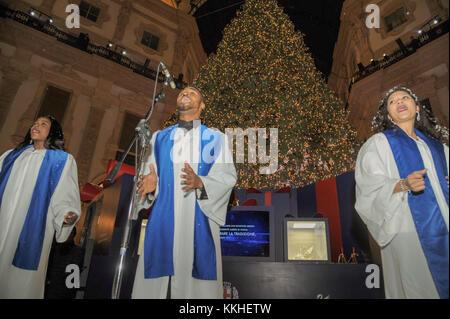Milan, Italy. 1st December, 2017. Lighting of the Swarovski Christmas tree in Galleria Vittorio Emanuele In the - Stock Photo
