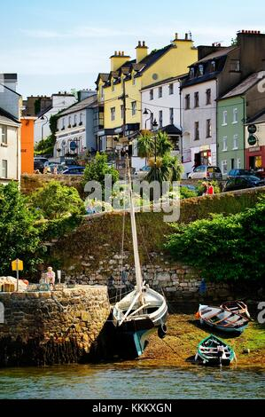 Connemara, County Galway. The picturesque fishing village of Roundstone on the west side of Bertraghboy Bay. - Stock Photo