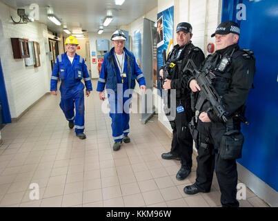 Armed police officers in Hunterston B Nuclear Power station, West Kilbride, North Ayrshire, Scotland - Stock Photo