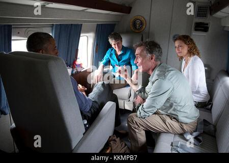 President Barack Obama talks with Bill Nye, the Science Guy, Rep. Debbie Wasserman Schultz, D-Fla., and Interior - Stock Photo