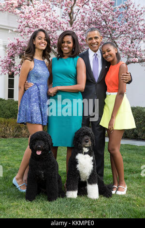 President Barack Obama, First Lady Michelle Obama, and daughters Malia and Sasha pose for a family portrait with - Stock Photo