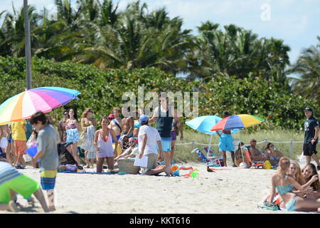 Miles Teller Ana De Armas Jonah Hill On The Beach In Miami