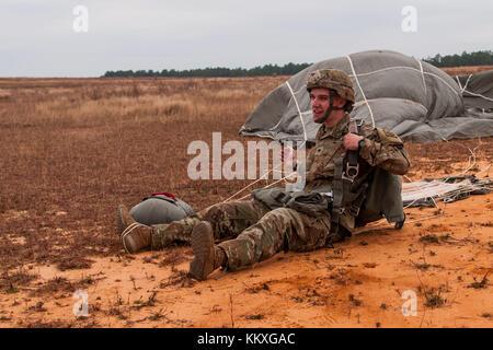 Fort Bragg, NC, USA. 2nd Dec, 2017. Dec. 2, 2017 - FORT BRAGG, N.C., USA - Spc. Ryan Mitchell, a U.S. Army paratrooper - Stock Photo