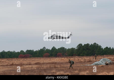 Fort Bragg, NC, USA. 2nd Dec, 2017. Dec. 2, 2017 - FORT BRAGG, N.C., USA - U.S. Army UH-60 Black Hawk helicopter - Stock Photo