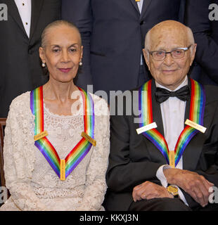 Washington DC, USA. 2nd December, 2017. Carmen de Lavallade, left, and Norman Lear, two of the five recipients of - Stock Photo