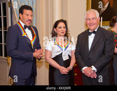 Lionel Richie, left, and Gloria Estefan, center, two of the five recipients of the 40th Annual Kennedy Center Honors - Stock Photo