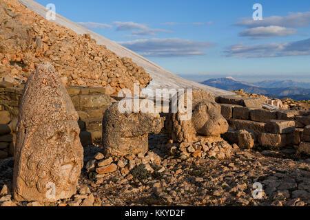 Giant statue heads built in the 1st century BC on the Nemrut Mountain, Adiyaman, Turkey. - Stock Photo