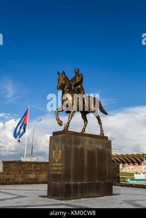 Statue of Calixto Garcia, a general who fought for Cuban independence seen on the Malacon ocean highway which divides - Stock Photo