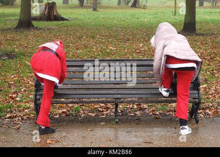 London, UK. 03rd Dec, 2017. London 3rd December 2017.Thousands join the annual London Santa Dash around Clapham - Stock Photo