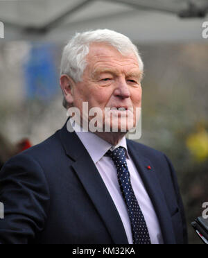 London, UK,  22/11/2017 Paddy Ashdown ex  Leader of the Liberal Democrats talks to  media on College Green about - Stock Photo