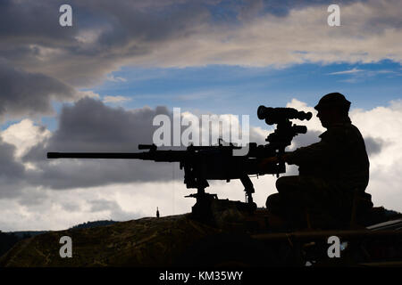A paratrooper of the British Army Parachute Regiment with a L1A1 12.7mm (.50) Heavy Machine Gun (HMG) on a WMIK - Stock Photo