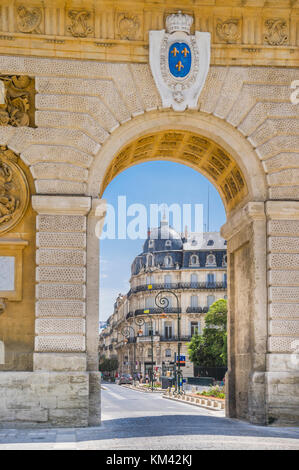 France, Hérault department, Montpellier, Porte du Peyrou looking into Rue Foch - Stock Photo