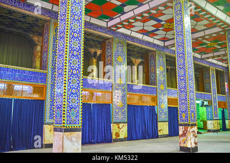 YAZD, IRAN - OCTOBER 17, 2017: Richly decorated female saide of Hazayer Mosque with tiled walls and columns, on - Stock Photo