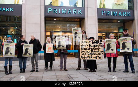 Stuttgart, Germany. 5th Dec, 2017. Protestors stand in front of the newly opened Primark shop in Stuttgart, Germany, - Stock Photo