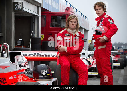 Rush 2013 daniel bruhl chris hemsworth ron howard dir moviestore rush 2013 universal pictures film with chris hemsworth at left as james hunt and daniel brhl voltagebd Image collections