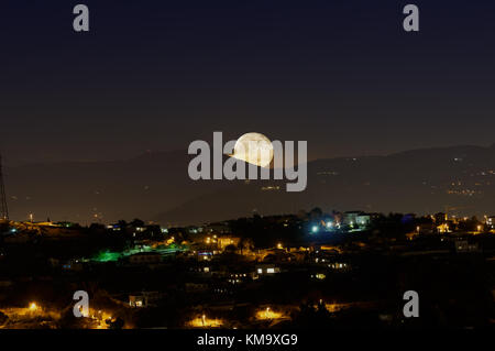 Super moon at moonrise over the mountains in French riviera. moon of the 3 december 2017 (357 495 km) - Stock Photo