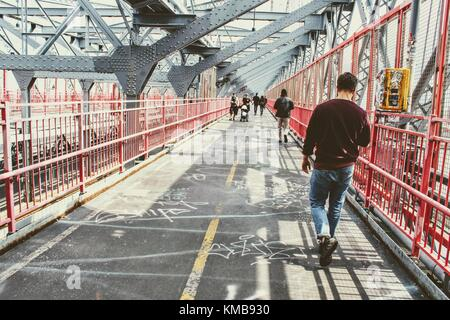 New York, April 2017. Sunday walk on Williamsburg bridge - Stock Photo