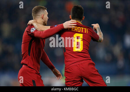 Rome, Italy. 05th Dec, 2017. Diego Perotti (R) of Roma celebrates with teammate Edin Dzeko after scoring a goal - Stock Photo