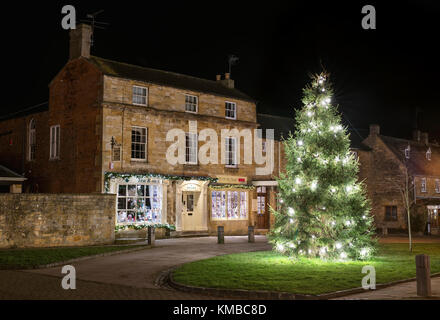 Christmas tree and Tisanes Tea Rooms at night. Broadway, Cotswolds, Worcestershire, England - Stock Photo