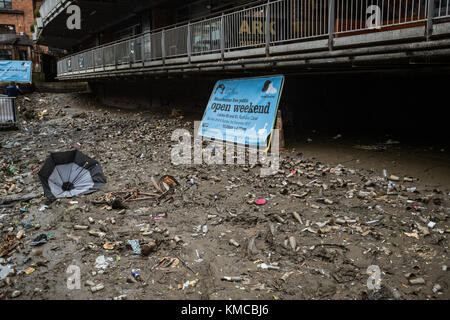 Rochdale Canal at Deansgate Locks Being Drained Of Rubbish And Litter In Manchester, England, UK - Stock Photo