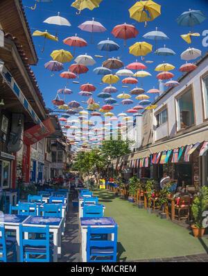 Altstadtgasse mit Regenschirmen als Sonnenschutz, Regenschirmstrasse in 2.Inoenue Sokak, Kaleici, Altstadt von Antalya, - Stock Photo