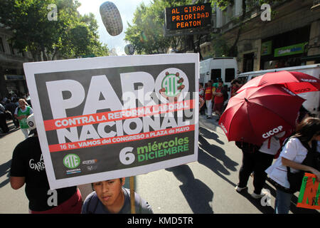 Buenos Aires, Buenos Aires, Argentina. 6th Dec, 2017. This afternoon, state employees held a demonstration against - Stock Photo