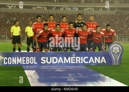 Buenos Aires, Argentina. 6th Dec, 2017. Team of Indpendiente (ARG) before the Conmebol South American Cup final - Stock Photo
