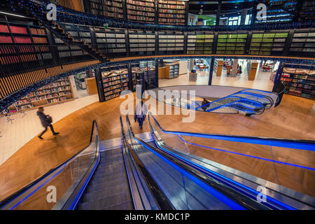 BIRMINGHAM, UK - DECEMBER 01, 2017: Modern design of public library - Stock Photo