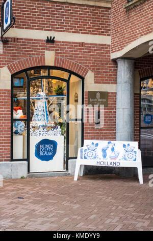 Exterior of 'Heinen Delfts Blauw' shop on Muntplein in Amsterdam, the Netherlands - Stock Photo