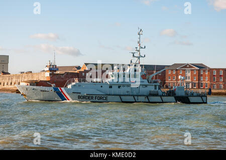 UK Border Force cutter HMC Searcher passing Fort Blockhouse on 19/12/14 whilst leaving Portsmouth Harbour, UK for - Stock Photo
