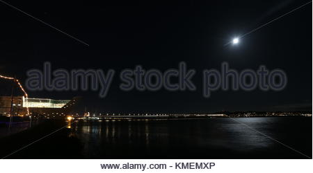 RRS Discovery, V&A Design Museum and River Tay by moonlight Dundee Scotland  November 2017 - Stock Photo