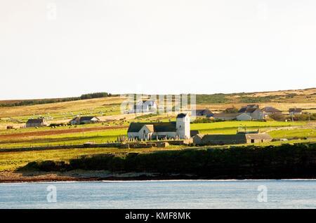 Village of Canisbay, Pentland Firth, Caithness, Scotland. The Church of Scotland parish church on site of St. Drostan's - Stock Photo