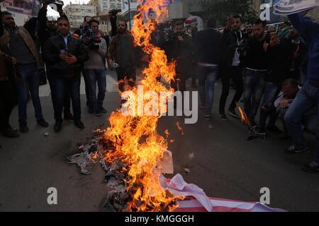 Gaza City, Gaza Strip, Palestinian Territory. 7th Dec, 2017. Palestinians burn an Israeli flag and a U.S. flag during - Stock Photo