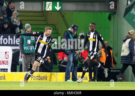 Moenchengladbach, Germany. 9th Dec, 2017. Christoph Kramer(L) of Moenchengladbach celebrates after scoring during - Stock Photo