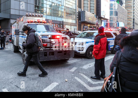 New York, USA. 11th Dec, 2017. Police respond to a reported explosion at the Port Authority Bus Terminal on December - Stock Photo