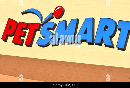 Petsmart store in Bellingham, Washington, USA.  Petsmart is a retail pet food and supplies store. - Stock Photo