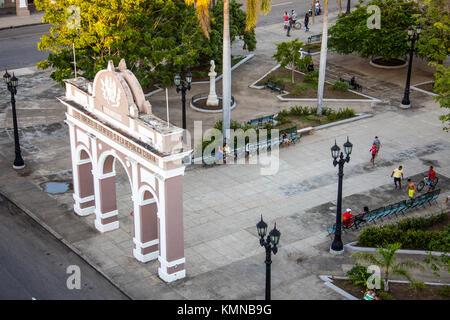 Triumphal arch Arco de Triunfo and Parque Jose Marti in Cienfuegos, Cuba, Caribbean - Stock Photo