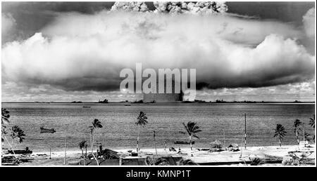 Operation Crossroads, Test Baker 25 July 1946, the 21-kiloton Helen of Bikini nuclear bomb detonates 27 meters underwater - Stock Photo