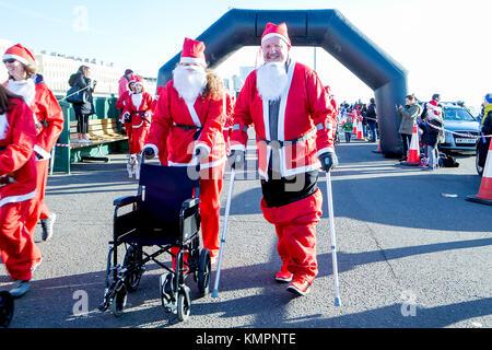 Brighton, UK. 09th Dec, 2017. The Santa Dash is always great fun and amusing to see. The Brighton Santa dash race - Stock Photo