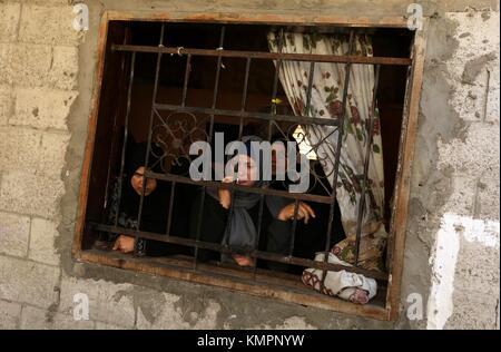 Khan Younis, Gaza Strip, Palestinian Territory. 9th Dec, 2017. Relatives of Mahmoud al-Masri, a 30-year-old Palestinian - Stock Photo
