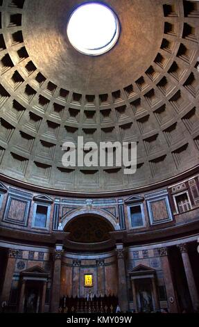 Pantheon Cupola Oculus Hole Ceiling Rome Italy Basilica Palatina First built in 27BC by Agrippa and rebuilt by Hadrian - Stock Photo