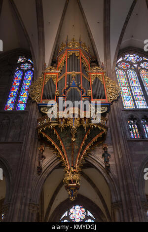 The organ in Strasbourg Notre Dame Cathedral has a magnificent polychrome organ case (14C and 15C) spanning the - Stock Photo