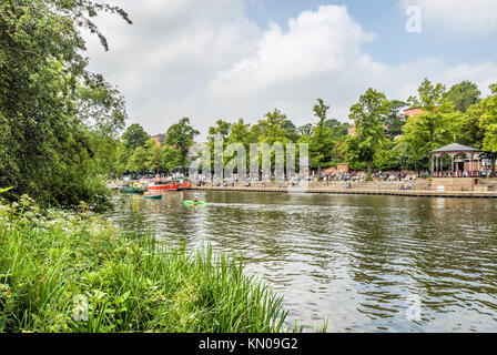 Waterfront along the River Dee in Chester; Cheshire, North West England | Uferpromande und Park am Fluss Dee in - Stock Photo