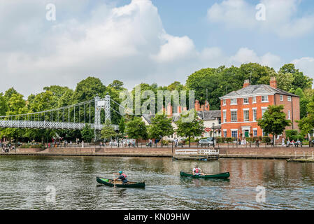 Riverparade and Queen's Park Footbridge at the River Dee in Chester; Cheshire; North West England. | Die Queen's - Stock Photo