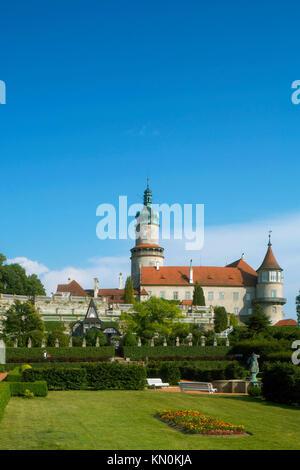 Tschechien, Ostböhmen, Nove Mesto: Renaissance Schloss mit Gartenanlage - Stock Photo