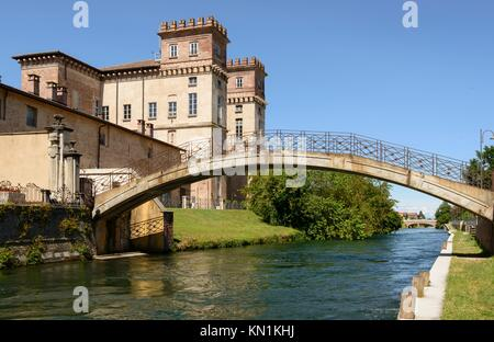 castle and old bridge, Robecco sul Naviglio, view of old pedestrian bridge and castle on artificial historic canal, - Stock Photo